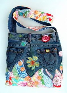 Cool Jeans Bag Models, # Is kotçantanasılyapıl # Kotçantasüsl Game Today, I& prepared very nice photos for making bags from old jeans. For those who want to evaluate their jeans … - Patchwork Bags, Quilted Bag, Jeans Recycling, Sacs Tote Bags, Jean Purses, Diy Sac, Denim Purse, Denim Ideas, Denim Crafts
