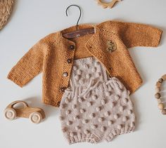 Baby romper Knit Baby romper Baby girl clothes Baby boy romper Source by KidsKnitsStudio Jacket Knitted Baby Clothes, Organic Baby Clothes, Cute Baby Clothes, Baby Knitting, Crochet Baby, Baby Boy Romper, Baby Pants, Boho Baby, Kind Mode