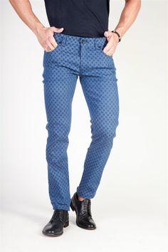 Divertido y sofisticado pantalón de hombre de Dolce & Gabbana. (Fun and sophisticated Dolce & Gabbana men's trousers).