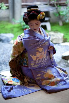 慶祝新春 : Now and Here. Satsuki-san as a maiko. This kimono is just WOW!