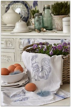 Cat-arzyna: Kogucik i Kurka Old Cottage, Cottage Style, Chickens And Roosters, Farms Living, Linens And Lace, Vintage Farmhouse, Farmhouse Style, Annie Sloan Chalk Paint, Better Homes And Gardens
