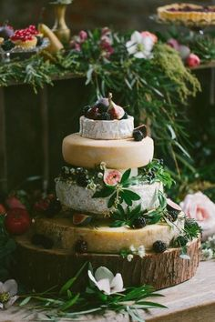 If you want to impress your wedding guests, a cheese wheel cake will not let you down! Cheese Tower, Catering, Wheel Cake, Wedding Cake Alternatives, Let Them Eat Cake, Cupcake Cakes, Cake Decorating, Brunch, Food And Drink