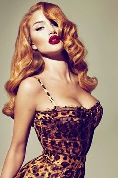 LOVE the hair and makeup in this one. Transformed into a vintage red-head pin-up girl the VS model Rosie Huntington-Whiteley became a cover girl for the Fall 2010 issue of the LOVE Magazine. The shot was made by the prominent Mert Alas Marcus Pigott. Pin Up Vintage, Pin Up Retro, Look Retro, Vintage Waves, Vintage Style, Retro Style, Vintage Curls, Glam Style, Vintage Glamour