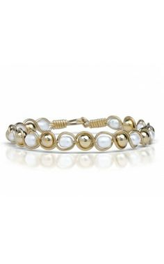 The Pearl De Lite Bracelet by Ronaldo. This is what Chris gave me for our Anniversary !!!! its pretty :)