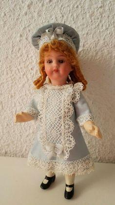 Muñeca de porcelana realizada en el taller TM.