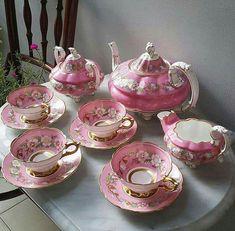 Tea Time with Emma — This tea set is amazing! Tea Cup Saucer, Tea Cups, Cafetiere, China Tea Sets, Tea Pot Set, Teapots And Cups, Vintage Dishes, Vintage Teacups, Chocolate Pots