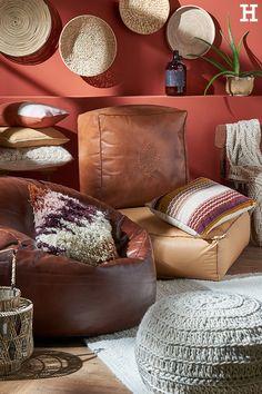 """Gemütlich deine persönliche Sitzecke einrichten mit """"Tierra Fuego"""".  #meinhöffi   #höffner #hoeffner #wohnen #möbel #wohnraum #wohndesign #wohnidee Hygge, Throw Pillows, Chair, Furniture, Home Decor, Box Shelves, Pillows & Throws, Woven Rug, Cantilever Chair"""