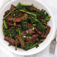 Healthy Beef and Broccoli – This take-out favorite is so easy to make at home and–BONUS–it's paleo, gluten free, and Whole30 approved! #paleo #glutenfree #whole30 #beefandbroccoli #healthy