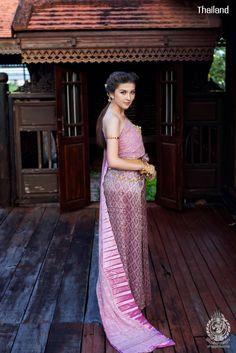 Thai wedding dress. ชุดไทยจักรพรรดิ Credit: อัปสรานครเช่าชุดขอนแก่น. The national costume of Thailand. Thai traditional wedding dresses and new Thai modern style dresses. In Thailand especially for contemporary traditional wedding ceremony style. Thailand. #ชุดไทย #ชุดไทยจักรพรรดิ #ชุดไทยพระราชนิยม #ชุดประจำชาติไทย #wedding #dresses #sbai #traditional #national #costume #modern #bride #silk #culture #hairstyle #makeup #jewelry #outfit #Siam #Alicio #Aliciothailand #Thailand Thai Wedding Dress, Wedding Dresses, Thailand National Costume, Sari, Costumes, Bride Dresses, Saree, Bridal Gowns, Dress Up Clothes