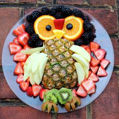 New fruit platter ideas owl 37 ideas Owl Party Food, Party Food Menu, Halloween Fruit, Halloween Food For Party, Veggie Platters, Veggie Tray, Smoothies For Kids, Healthy Smoothies, Smoothie Menu