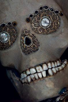Bejewelled skull of St Benedictus, a gift to the Benedictine Brotherhood, Hergiswil, Switzerland Picture: Paul Koudounaris Ideas Principales, Danse Macabre, Skulls And Roses, Memento Mori, Skull Art, 16th Century, Bling, Jewels, Gifts