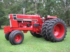 Trendy old red truck international harvester Ideas Big Tractors, Case Tractors, Farmall Tractors, Red Tractor, Ford Tractors, International Tractors, International Harvester, Antique Tractors, Vintage Tractors