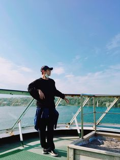 @BTS_twt : 분위기 있는 사진 찍고싶었는데.. (feat. 전정국)[Jin] Trans @BTS_twt : I wanted to take a picture with an atmosphere but.. (feat. Jeon Jungkook)[Jin] @BTS_twt : 여행 끝 #마지막은우리 #방탄제일어린이[BTS] Trans @BTS_tw…
