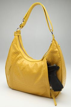 Hate the color & style but love the idea for concealed carry! Concealed Carry Women, Concealed Carry Purse, Conceal Carry, Sweet Style, My Style, Cool Guns, Guns And Ammo, Cute Fashion, Fashion Ideas