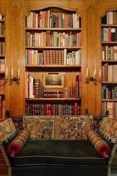 Fashion Designer Hayden Lasher Shows Her Childhood Home Knole Sofa, Bookshelves, Bookcase, Interior Design Magazine, Luxury Decor, Luxury Lifestyle, Luxury Homes, Classic Style, Houston