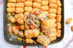 """Also called """"tater tot casserole"""", tater tot hotdish is a traditional Minnesotan dish complete with a variety of veggies and tater tots on top. Tator Tot Hotdish Recipes, Tator Tot Casserole Recipe, Hamburger Hotdish, Minnesota Hotdish Recipe, Minnesota Food, Tater Tots, One Pot Meals, Dinner Recipes, Veggies"""