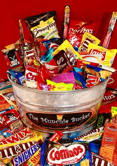 The Extreme Munchie Bucket is for the most extreme cases of the munchies. The Extreme Munchie Bucket contains 100 of everyone's favorite snacks and candy! Great for Graduation Parties, Frat houses, Real Estate Open Houses, Corporate Offices, Tailgating or any event where you need LOTS of Munchies!