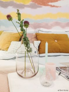 Bedroomstyling trendcolours for 2015 #colourfutures Flowers in Aubergine pastel rose vase #akzonobel #pastel #stripedwall #pastelwall #housedoctor