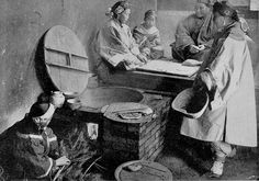 Chinese women - Women preparing a meal - Westerners often commented that, as you can see in the photograph, Chinese women's clothes did not reveal the shape of their bodies in the way Western women's clothes of the period did.