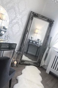 Ideas For Makeup Vanity Mirror Inspiration Damask Bedroom, Silver Bedroom Decor, Silver Living Room, Silver Room, Grey And White Living Room Wallpaper, Damask Wallpaper Living Room, White And Silver Bedroom, Hollywood Mirror With Lights, Freestanding Mirrors