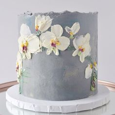 I enjoyed painting these buttercream orchids so much that I went all the way around the cake! It was tough to chose the front. Pretty Cakes, Cute Cakes, Beautiful Cakes, Amazing Cakes, Flores Buttercream, Buttercream Cake, Cake Decorating Videos, Cake Decorating Techniques, Bolo Russo