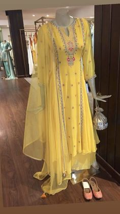 Shop salwar suits online for ladies from BIBA, W & more. Explore a range of anarkali, punjabi suits for party or for work. Stylish Dress Designs, Designs For Dresses, Stylish Dresses, Simple Dresses, Indian Bridal Outfits, Indian Fashion Dresses, Dress Indian Style, Indian Gowns, Modest Fashion