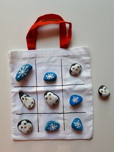 In this self-made game, penguins and ice crystals fight for victory . - In this self-made game, penguins and ice crystals fight for victory. Who can conquer a row first? Winter Crafts For Kids, Diy For Kids, I Miss You Cute, Easy Crafts, Diy And Crafts, Christmas Rock, Kids And Parenting, Handicraft, Painted Rocks
