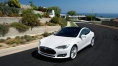 """""""Geist der Open-Source-Bewegung""""Tesla gibt Nutzung seiner Patente frei  Tesla will die Entwicklung von Elektroautos vorantreiben - und zwar nicht allein. Dafür stellt das Unternehmen seine Erfindungen allen zur Verfügung. Konkurrenten sind nicht länger die Mitbewerber, sondern alle die, die herkömmliche Antriebe produzieren."""