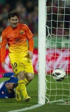 Messi marca el primer gol del Barça en el partido frente al Granada