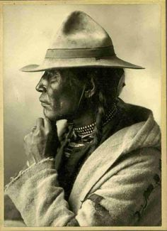 """Sparrow Hawk - Cree Indian 1884 Chief Peepeechis (""""Chief Little Bone"""") Cree. Late Chief Peepeechis (""""Chief Little Bone"""") Cree. Native American Images, Native American Beauty, Native American Tribes, Native American History, Native Indian, Native Art, First Nations, Cree Indians, Photo Portrait"""