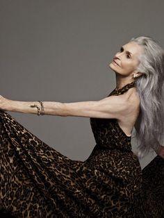 Pablo Zamora / Daphne Selfe for S Moda Long Gray Hair, Silver Grey Hair, Beautiful Old Woman, Beautiful Models, Daphne Selfe, Advanced Style, Ageless Beauty, Aging Gracefully, Old Women