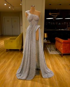 Find the perfect gown with Pageant Planet! Browse all of our beautiful prom and pageant gowns in our dress gallery. There's something for everyone, we even have plus size gowns! Pretty Prom Dresses, Glam Dresses, Event Dresses, Pageant Dresses, Stunning Dresses, Fashion Dresses, Long Dresses, Casual Dresses, Formal Dresses