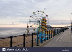 cleethorpes-north-east-lincolnshire-beach-seaside-town-pier-cold-winter-B6MNTK.jpg (1300×953)