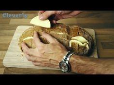 Τυλίγει ψωμί με αλουμινόχαρτο – Το αποτέλεσμα θα σας ξετρελάνει Το παρακάτω βίντεο σίγουρα θα σας ενθουσιάσει… Κόβουμε το ψωμί κατά μήκος και κατά πλάτος,