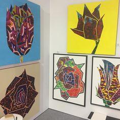 中村透さんの作品デフォルメした花(バラ)を発色強い背景に重ねるかっこいー #1日1アート #everydayart #art #tdw2016 #中村透 #ToruNakamura #flower