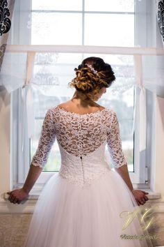 Suknia ślubna nr 1 z kolekcji Lumiere #victoriagabriela #weddingdress