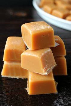 Homemade Caramel - So soft, creamy and delicious is how I would describe this tasty treat! This homemade caramel recipe is the best homemade caramel ever! Homemade Caramel Recipes, Homemade Tacos, Yummy Treats, Sweet Treats, Delicious Desserts, Whole Food Recipes, Cooking Recipes, Amish Recipes, Sweet Recipes