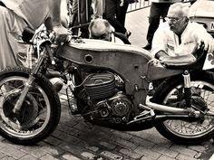 Ossa-250cc-monocoque-magnesium-grand-prix-pilotée-par-santiago-herrero-1968-motos-Ossa-barcelone-Espagne-Europe-