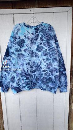 Diy Tie Dye Shirts, Diy Shirt, Diy Sweatshirt, Diy Tie Dye Designs, Diy Tie Dye Patterns, Diy Fashion, Ideias Fashion, Diy Tie Dye Techniques, Tie Dye Party