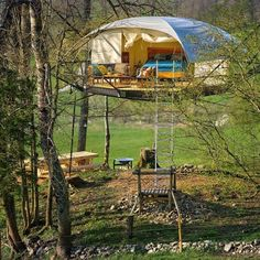 Treehouse Tree Glamping La Coué - Treehouses for Rent in Val-de-Travers Photos Timeline, Camping Glamour, Treehouse Supplies, Bungalow, Tree House Plans, Cool Tents, Dome House, Tree Tops, Cozy Cabin