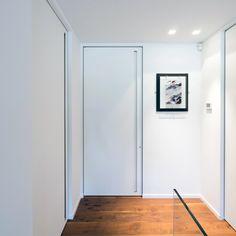 Moderne binnendeuren met inbouwomlijstingen van Anyway Doors