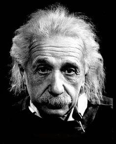 """Einstein: """"La vida es como andar en bicicleta, para mantener el equilibrio hay que seguir pedaleando hacia adelante"""""""