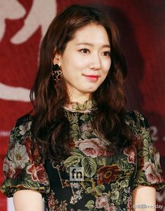 cool 'The Elegant Queen' Park Shin Hye attended The Tailors Press Conference