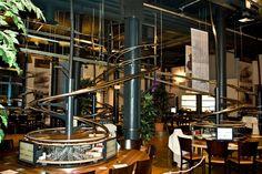 Schwerelos -  Amburgo, dove un sistema di montagne russe serve il cibo al posto dei camerieri #ristorantistravaganti