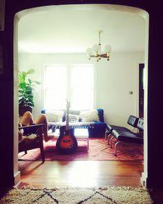 #boho #music #kilim #livingroom #simple #white #sherwinwilliamspurewhite #midcentury #rugs #lotuseyeinteriors