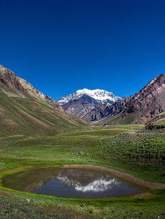 Monte Aconcagua e Laguna Horcones, Mendoza, Argentina