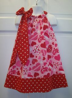 Pillowcase dress. Want to make these for the girls! Feeling like its time to pull out the sewing machine!