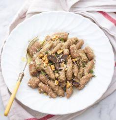 Különböző kultúrák találkozása általában a legjobbat hozza ki mindenből, így a tányérból is. Ezúttal a büszke Lombardiába és a napfényes Szicíliába teszünk ízutazást, a helyi tésztakülönlegességeket pedig prémium hazai lisztekkel kombinálva készítjük el. Olyan ez, mint a lecsóba, paprikásba dobott…