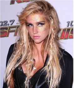 i love her hair. and Kesha is my girl crush just sayinggg Long Curly Hair, Curly Hair Styles, Messy Hairstyles, Textured Hairstyles, Dream Hair, Crazy Hair, Hair Dos, Hair Trends, Her Hair