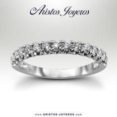 #DiseñoyFabriccion #Diamantes  #Oro  Banda de Diamantes en oro Blanco que harán lucir tu anillo de compromiso Hermoso  Encuentrala en -Aristos Joyeros-